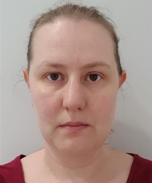 Photo of Dr Sarah Lomas
