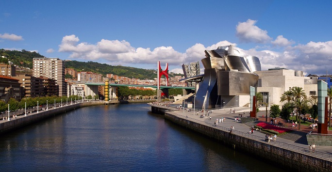 Bilbao River View - Guggenheim Museum. Image by: simonsimages via Wikimedia Commons