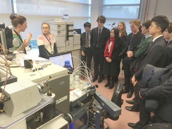 Mixed group of students viewing research in laboratory
