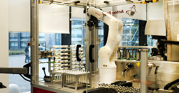 Robotic arm in Materials Innovation Factory