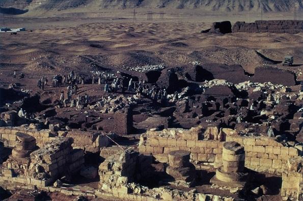 Memorial chapel area, North Cemetery (Abydos)