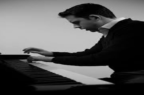 Tom Kimmance (piano)