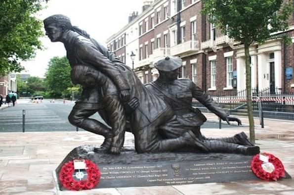 11 November war statue